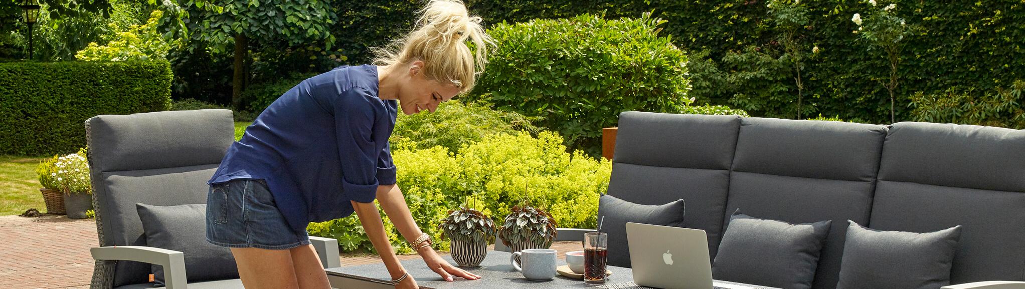 Onderhoud Houten Tuinstoelen.Bescherming En Onderhoud Buitenhof Tuinmeubelen